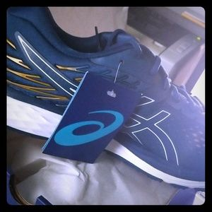 Brand new in box Asics Mens running shoes